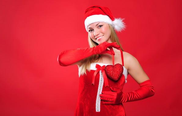 Картинка взгляд, девушка, поза, улыбка, настроение, праздник, шапка, макияж, платье, Рождество, прическа, блондинка, Новый год, перчатки, …