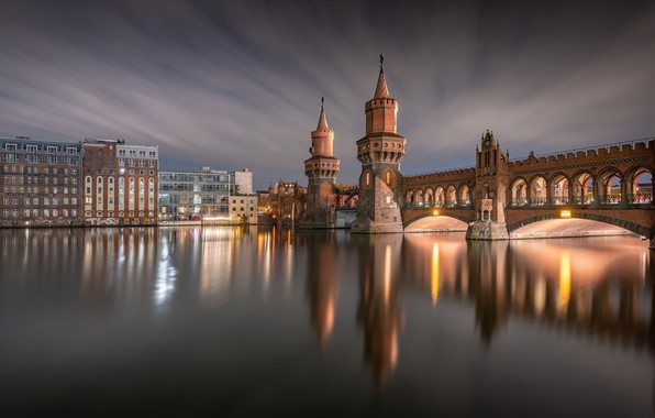 Картинка мост, отражение, река, здания, дома, Германия, Germany, Берлин, Berlin, Обербаумбрюкке, River Spree, Oberbaum Bridge, Мост …