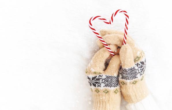 Картинка зима, снег, снежинки, сердце, love, heart, winter, варежки, snow, hands, snowflakes