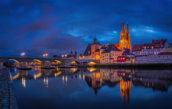 Картинка мост, река, здания, дома, Германия, ночной город, набережная, Germany, Регенсбург, Regensburg, Stone Bridge, Danube River, …