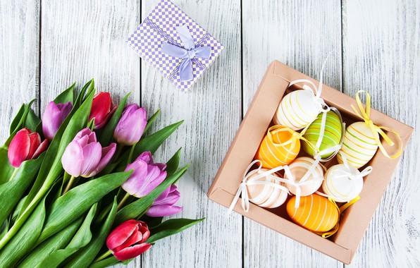 Картинка цветы, яйца, colorful, Пасха, тюльпаны, happy, wood, pink, flowers, tulips, Easter, purple, eggs, decoration