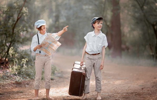 Картинка дорога, лес, природа, дети, карта, чемодан, путешествие, мальчики, подростки