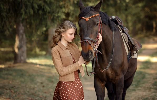Картинка девушка, деревья, природа, парк, животное, конь, лошадь, платье, куртка, аллея, Виктория Дубровская