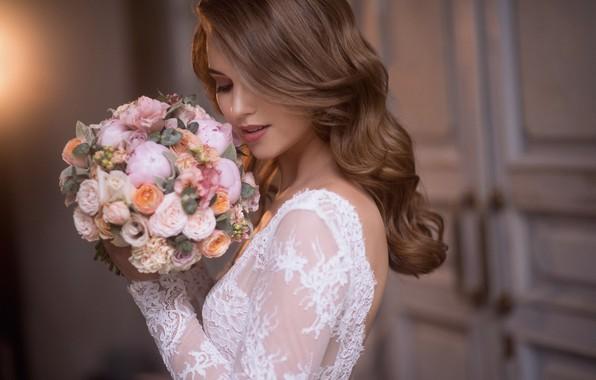 Картинка девушка, цветы, стиль, волосы, букет, невеста, локоны, Наталия Мужецкая, Ксения Александрова