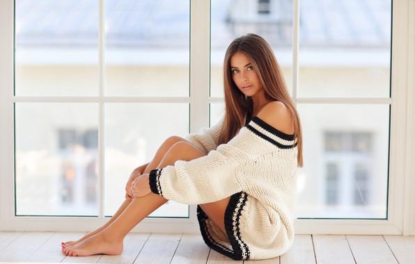 Картинка поза, модель, волосы, здание, Девушка, фигура, окно, ножки, сидит, плечи, Dmitry Arhar, Алина Сабирова