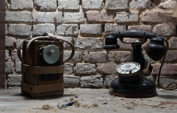 Картинка телефон, прожектор, натурализм