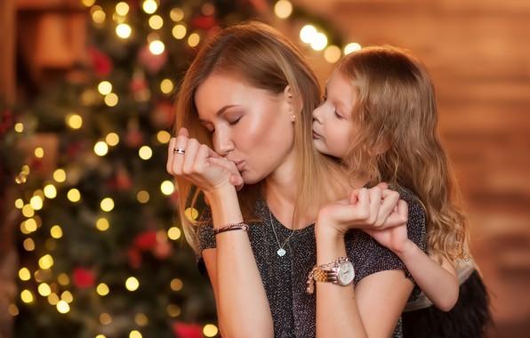 Картинка праздник, женщина, нежность, новый год, девочка, ёлка, мама, ребёнок, боке, дочь, мать, Юлия Кубар