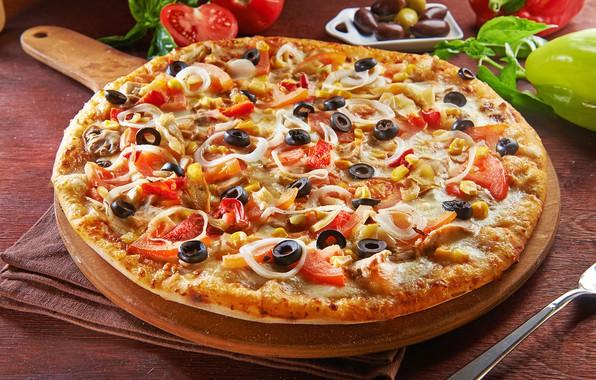 Картинка сыр, пицца, помидоры, оливки, бекон