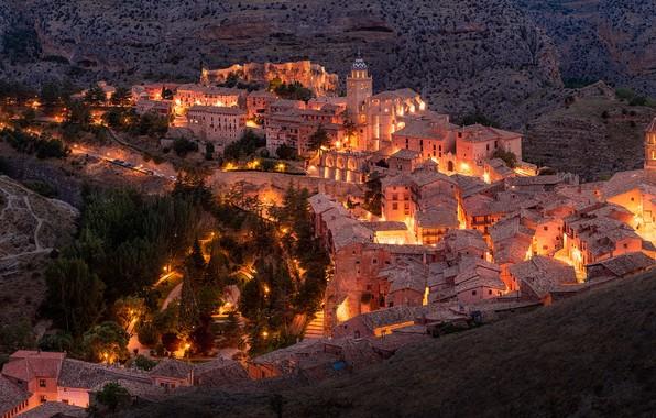 Обои здания, дома, панорама, городок, ночной город, Испания, Spain, Арагон, Aragon, Альбаррасин, Albarracin