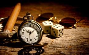 Картинка стол, часы, освещение, очки, сигара, циферблат, игральные кости, пепельница, боке, карманные часы