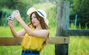 Картинка девушка, забор, шляпа, азиатка, милашка, боке, смартфон, селфи