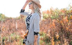 Картинка осень, девушка, солнце, природа, поза, шляпа, очки, блондинка