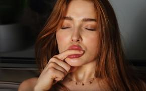 Картинка рыжая, порноактриса, Jia Lissa, Джиа Лисса, губы для поцелуев, росийская модель, Юлия Чиркова, пальчик к …
