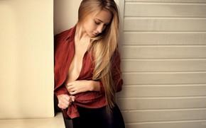 Картинка девушка, секси, поза, модель, макияж, прическа, рубашка, стоит, у стены, закрыла глаза, Anton Parshunas