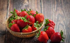 Картинка ягоды, доски, клубника