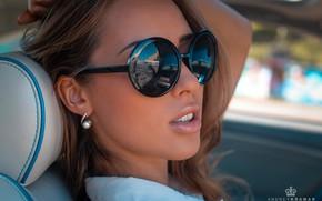 Картинка girl, long hair, brown hair, photo, photographer, model, lips, face, brunette, shirt, sunglasses, portrait, mouth, …