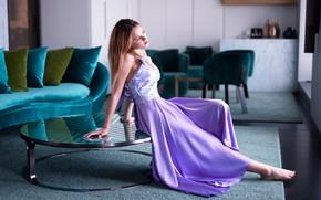 Картинка девушка, стол, комната, диван, босиком, платье, кресла, шатенка, палас, босая, Marco Squassina