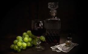 Картинка темный фон, вино, бокал, бутылка, деньги, духи, виноград, алкоголь, монеты, фрукты, натюрморт, купюры, парфюм, виноградное