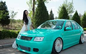 Картинка авто, взгляд, улыбка, Девушки, азиатка, красивая девушка, позирует над машиной, Volkswagen Bora
