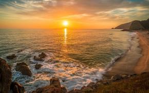 Картинка море, волны, пляж, небо, пена, солнце, свет, закат, блики, камни, океан, скалы, берег, побережье, склон, ...