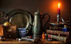 Картинка стиль, книги, свеча, кружка, натюрморт, подсвечник, блюдо, кофемолка, кофейник