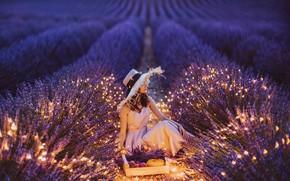Картинка поле, девушка, поза, шляпа, огоньки, лаванда, Кристина Макеева