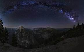 Картинка лес, звезды, горы, ночь, обрыв, скалы, вид, даль, Млечный путь, звездное небо