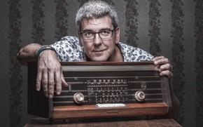Картинка портрет, человек, радио