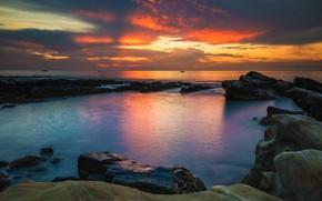 Картинка море, небо, солнце, облака, закат, тучи, природа, камни, скалы, берег, вечер, горизонт, яркие цвета, глыбы, …