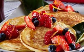 Картинка ягоды, клубника, тарелка, мёд, блины, выпечка, оладьи