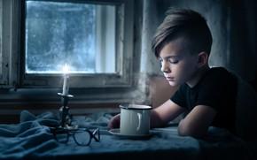Картинка мальчик, окно, кружка