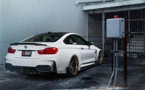 Картинка гараж, BMW, BMW M4