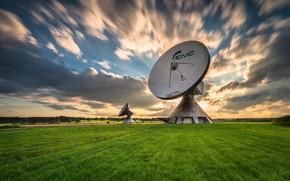 Картинка поле, небо, антенны