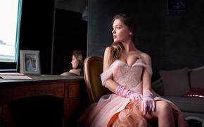 Картинка взгляд, девушка, поза, комната, фигура, платье, декольте, красивая, Катя Котаро, Ольшевский Сергей