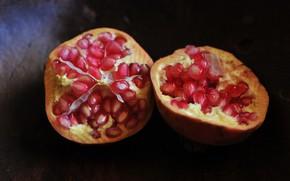 Картинка темный фон, фрукты, гранаты, гранатовые зерна