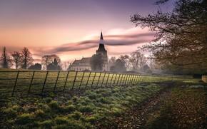Картинка дорога, закат, туман, забор