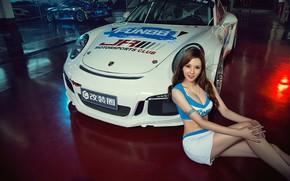 Картинка взгляд, Девушки, Porsche, красивая девушка, белый авто, сидит над машиной