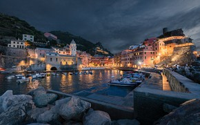 Картинка камни, здания, дома, бухта, лодки, вечер, причал, Италия, катера, набережная, Italy, гавань, валуны, Вернацца, Vernazza, …