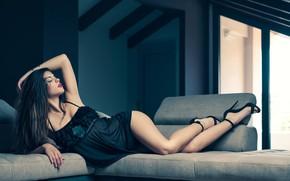 Картинка девушка, поза, диван, ноги, фигура, Antonio Girlando