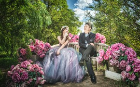Картинка девушка, счастье, цветы, парк, платье, мужчина, влюбленные, улыбки, пионы