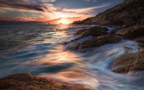 Картинка море, волны, пляж, небо, солнце, облака, свет, пейзаж, блики, камни, скалы, краски, берег, побережье, Франция, ...