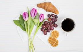 Картинка кофе, букет, завтрак, виноград, тюльпаны, вафли, круассан