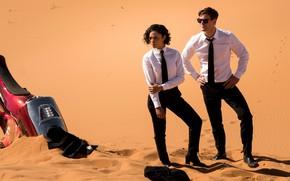 Картинка оружие, пустыня, очки, костюм, International, Крис Хемсворт, Chris Hemsworth, Men in Black, Люди в чёрном, …