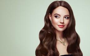 Обои девушка, лицо, модель, волосы, портрет, красота, макияж, Brunette, длинные волосы, woman, колье, hair, curly, вьющиеся ...