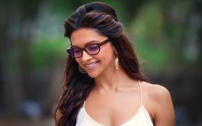 Картинка model, brunette, glasses, actress, female, deepika Padukone