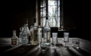 Картинка бокалы, окно, бутылки, натурализм