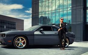 Картинка машина, авто, девушка, поза, очки, Dodge Challenger, Владимир Набоков, Алла Колибри