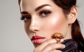 Картинка взгляд, девушка, рука, портрет, макияж, кольцо, фотограф Valua Vitaly
