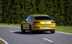 Картинка дорога, жёлтый, Volkswagen, вид сзади, 2018, R-Line, лифтбэк, 2017, Arteon