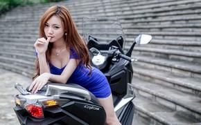 Картинка взгляд, Девушки, азиатка, красивая девушка, скутер, SYM CRUiSYM 300i, позирует на скутере